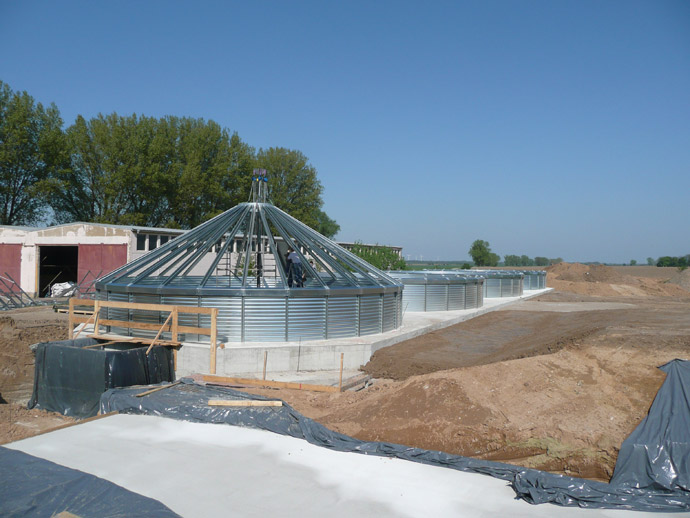 Getreidesiloanlage mit Annahmehalle in Krosigk