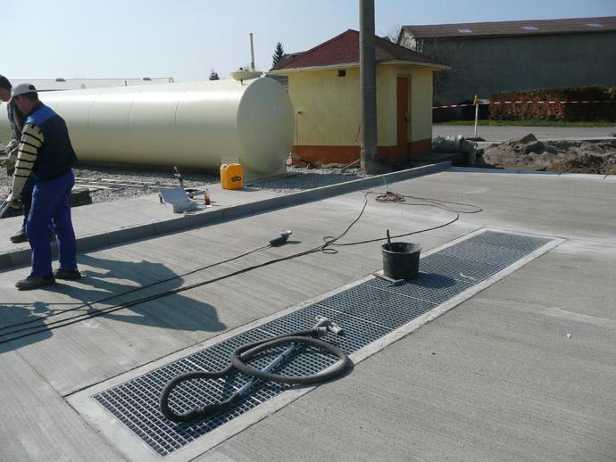 Tankstelle mit Waschplatte auf dem Betriebshof in Beerendorf