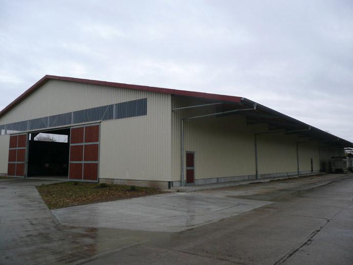 Maschinenhalle mit Vordach auf dem Betriebshof Gohrau