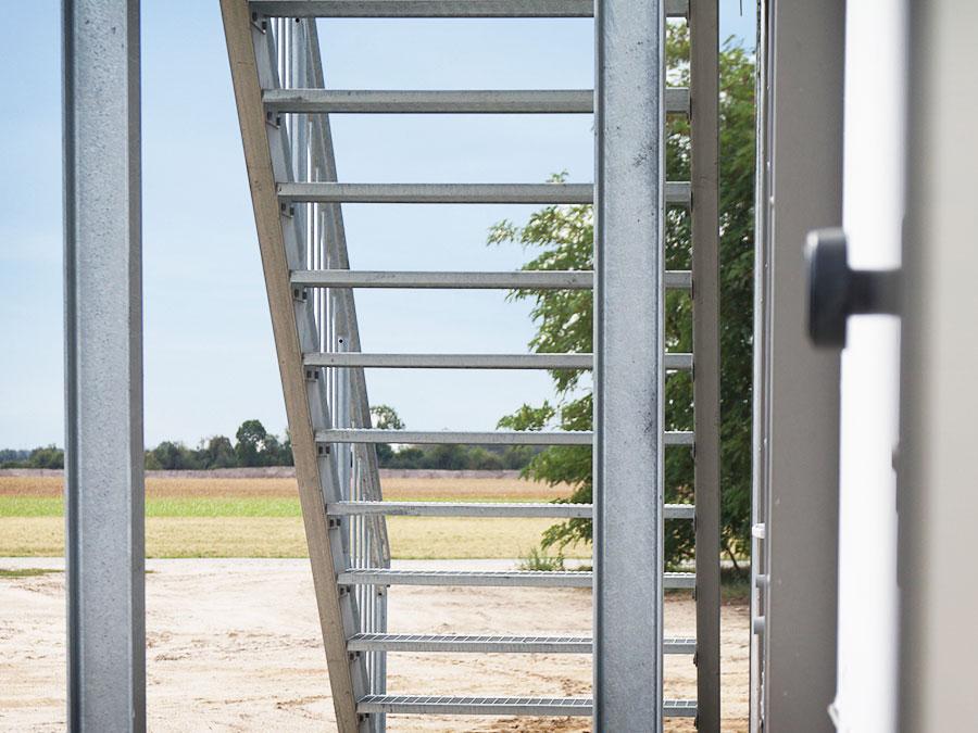 Detailansicht Fertigstellung: Ackerbau-Kluemper eK: Bürogebäude aus Altcontainern